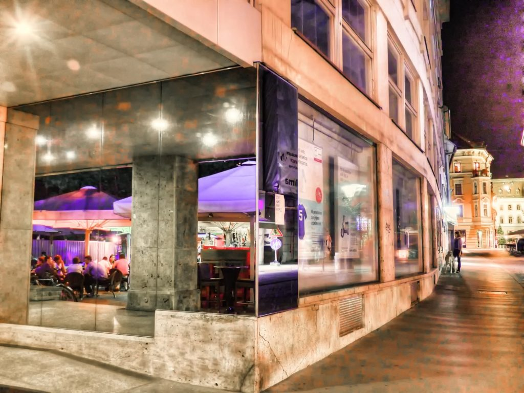architecture-sky-woman-night-sidewalk-restaurant-1129112-pxhere.com