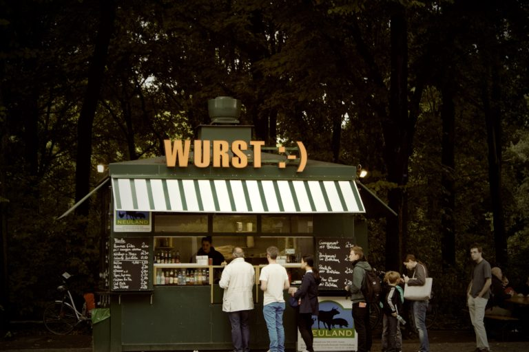 germany-kiosk-line-lunch-4481