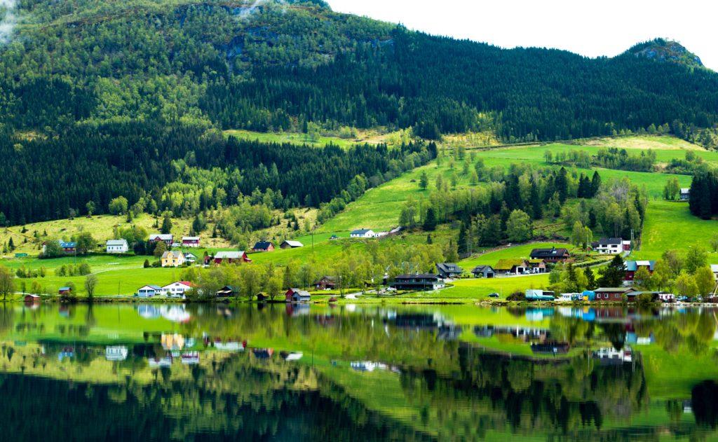 river-near-green-grass-field-713081